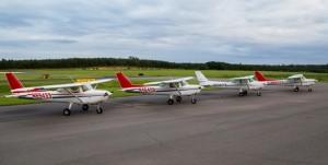 4 Cessna 152s
